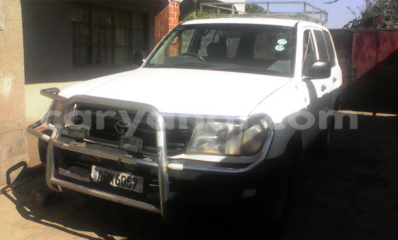Buy Toyota Land Cruiser White Car in Chingola in Zambia