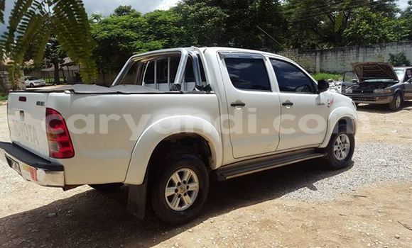 Buy Toyota Hilux White Car in Chipata in Zambia