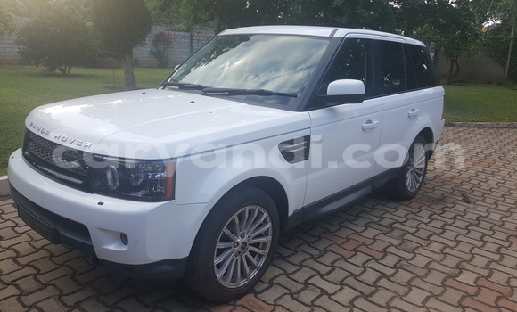 Buy Land Rover Range Rover Vogue White Car in Chingola in Zambia