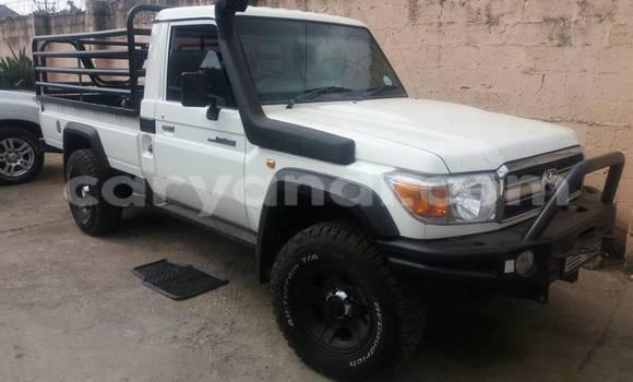 Buy Toyota Pickup White Car in Lusaka in Zambia