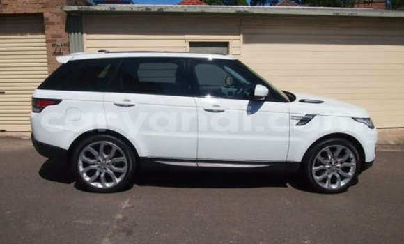 Buy Land Rover Range Rover White Car in Lusaka in Zambia